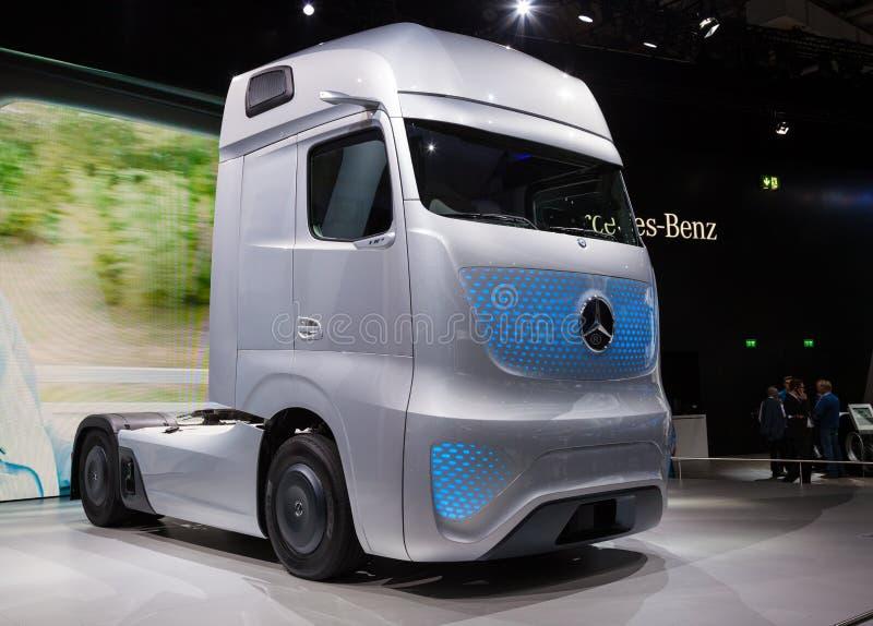 Mercedez Benz przyszłości ciężarówka FT 2025 zdjęcia royalty free