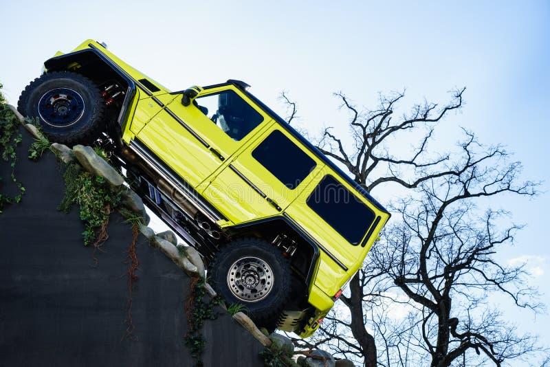 Mercedez Benz Tv Oczekuje Nowego przedstawienie samochód G 500 4x4, Motorowy przedstawienie Geneve 2015 zdjęcie royalty free