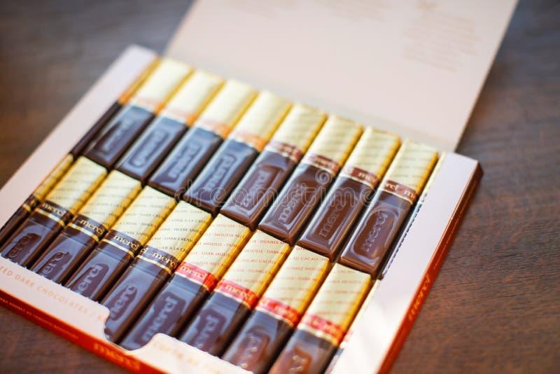 Merci choklad - märke av chokladgodisen som tillverkas av det tyska företaget August Storck som säljs i mer än 70 länder fotografering för bildbyråer