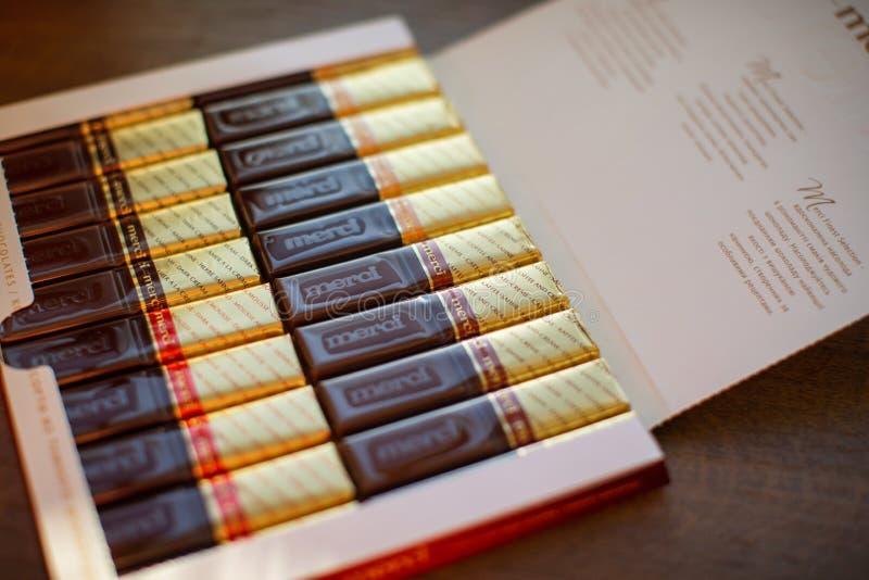Merci choklad - märke av chokladgodisen som tillverkas av det tyska företaget August Storck som säljs i mer än 70 länder royaltyfri bild