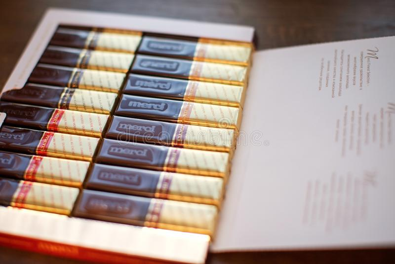 Merci choklad - märke av chokladgodisen som tillverkas av det tyska företaget August Storck som säljs i mer än 70 länder royaltyfria bilder