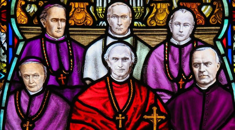 Mercier cardinal - verre souillé dans la cathédrale de Mechelen photographie stock libre de droits