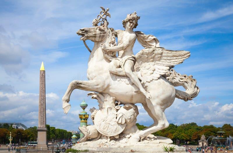 Mercury que monta a escultura de Pegasus, Paris, França fotografia de stock