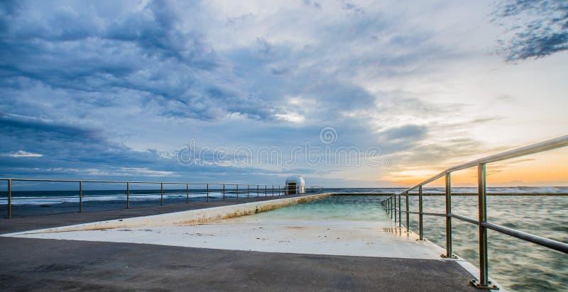 Merewether-Bäder bei Sonnenaufgang stockbilder
