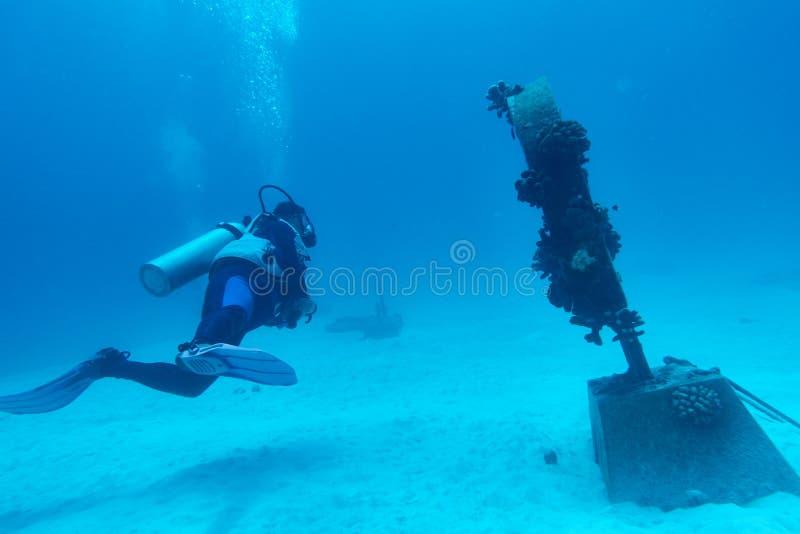 Mergulhador de mergulhador no memorial subaquático do tsunami fotos de stock royalty free