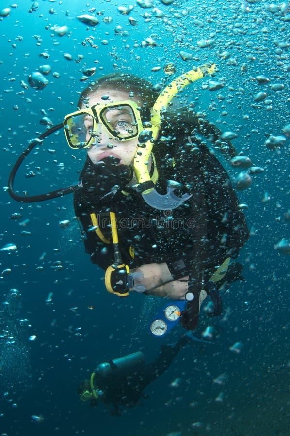 Mergulhador e bolhas do mergulhador imagens de stock