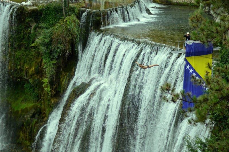 Mergulhador na mosca na competição de mergulho extrema internacional imagem de stock royalty free