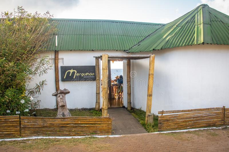 Mergulhao-Restaurant bei Santo Antonio Port - Fernando de Noronha, Pernambuco, Brasilien stockbild