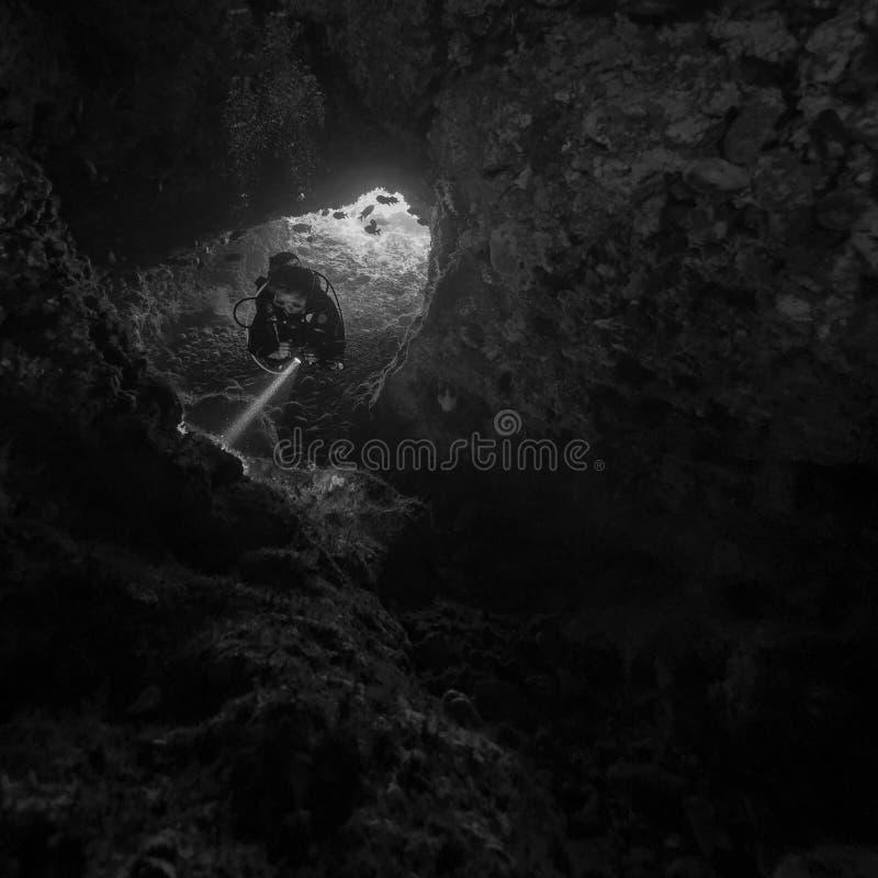 Mergulho da caverna em Alor fotografia de stock