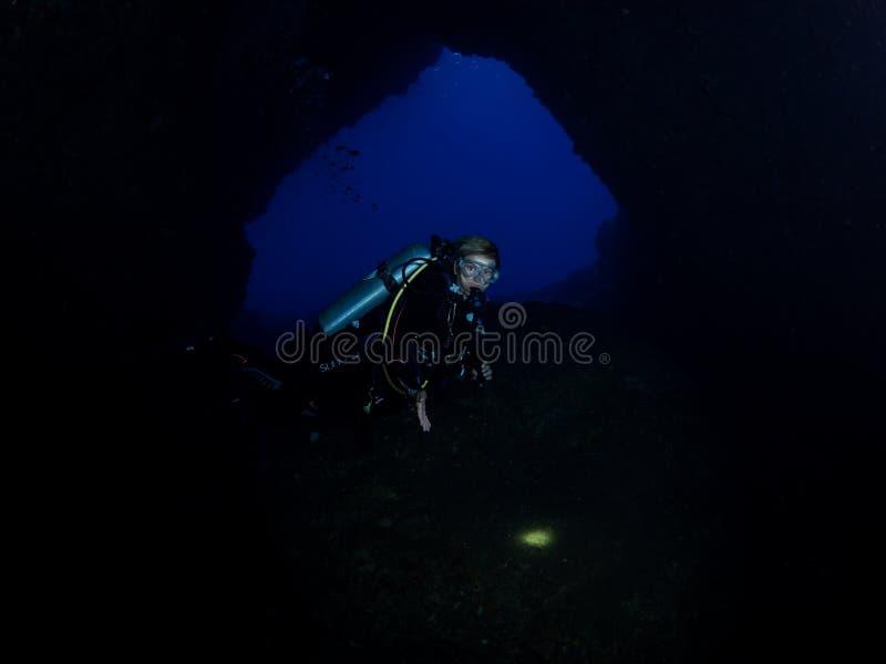 Mergulho da caverna em Alor imagem de stock royalty free