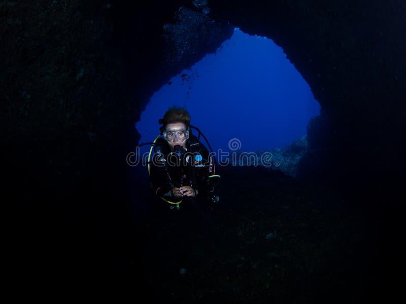 Mergulho da caverna em Alor foto de stock royalty free