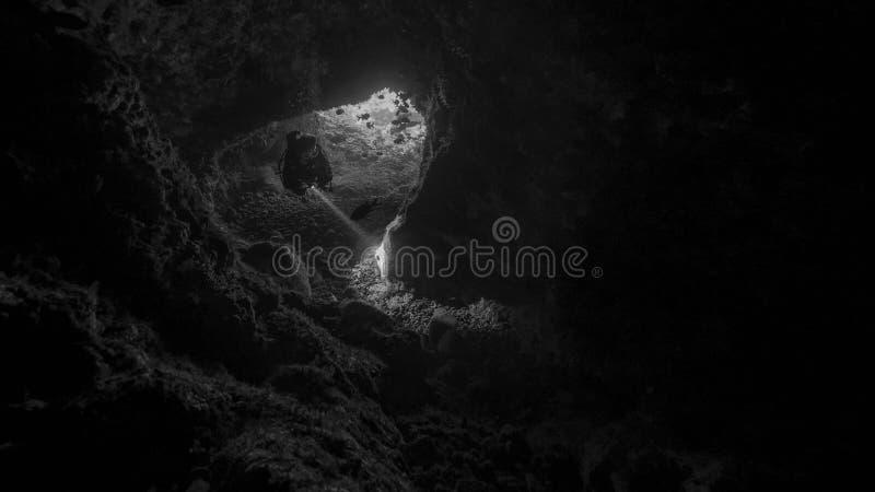 Mergulho da caverna em Alor fotografia de stock royalty free