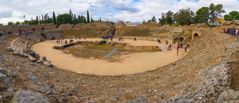 Merida Spanien - April 2019: Roman Amphitheatre av Merida royaltyfri fotografi