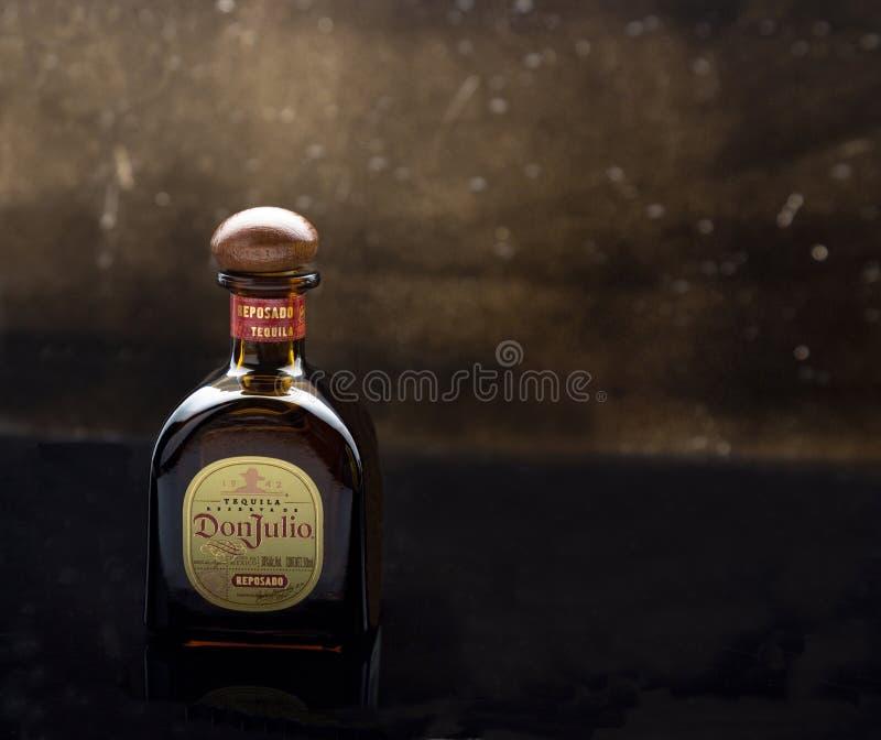 MERIDA-YUCATAN-MEXICO-NOVEMBER-2018 : Reposado de Don Julio de bouteille de tequila photo libre de droits