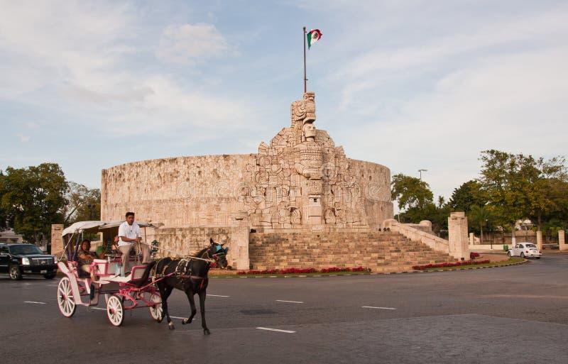 Merida Yucatan monumento da bandeira do dezembro de 2008 foto de stock