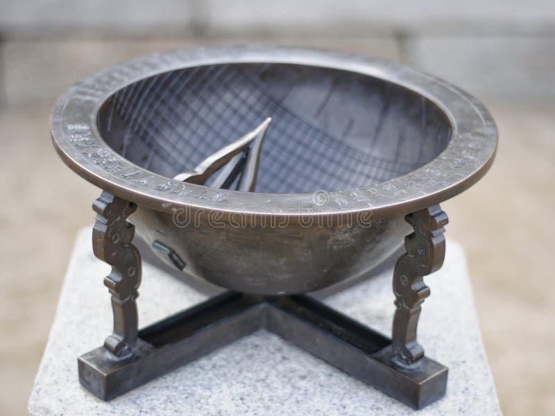 Meridiana antica del metallo fotografia stock libera da diritti