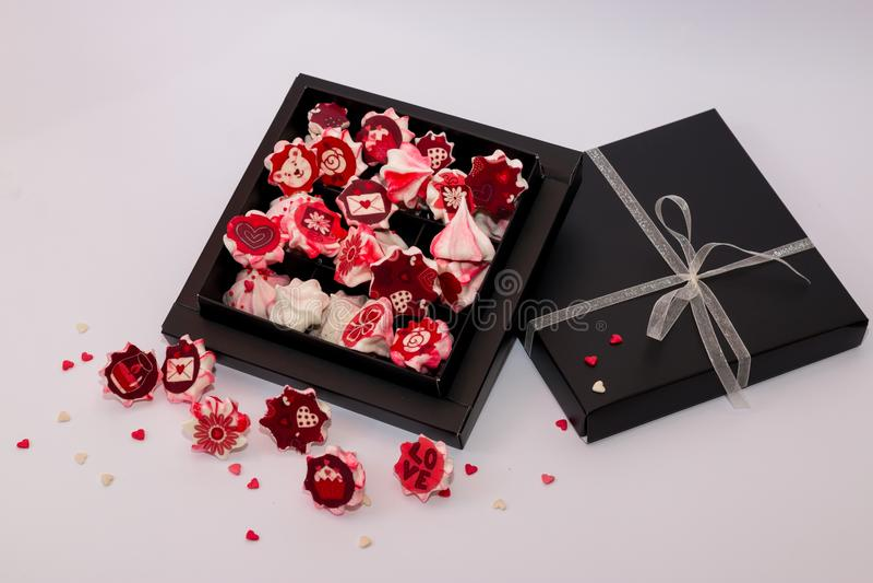 Meringerosa mit roten Blumen im Flugschreiber stockbild