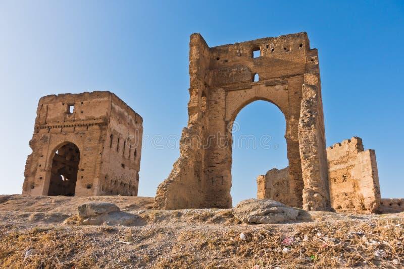 Merinides gravvalv, synvinkel från överkanten av staden av Fez, Marocko royaltyfri bild