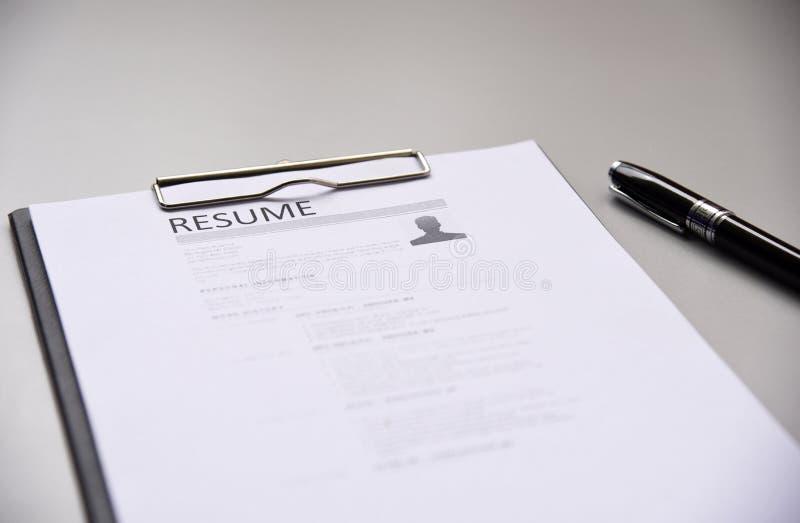 Meritförteckning på tabellkontorsaffär royaltyfri foto