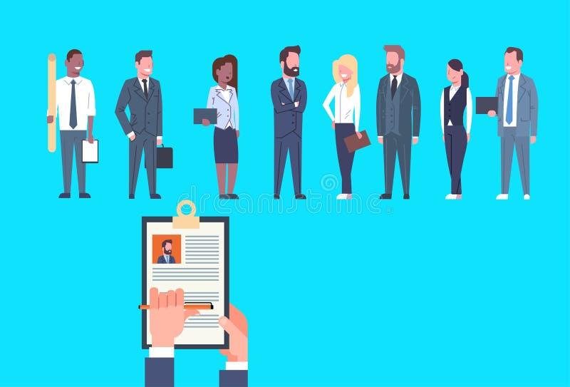 Meritförteckningen för CV för timme-handhållen av folk för den affärsmanOver Group Of affären väljer kandidaten för vakans Job Po royaltyfri illustrationer