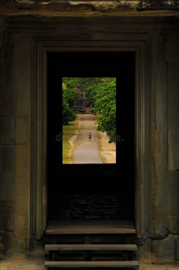 Merk de wereld aan de deur stock afbeeldingen