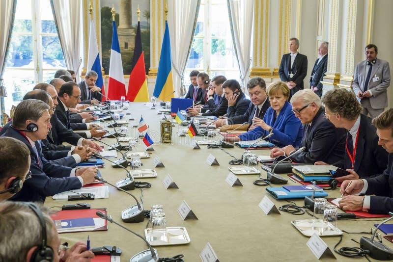 Merkel, Putin, Poroshenko en Lavrov tijdens een vergadering in Parijs royalty-vrije stock foto