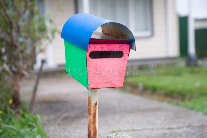 Merkwürdiger Briefkasten lizenzfreies stockfoto
