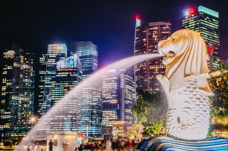 Merlion мнимая тварь с головой льва и телом рыбы и часто увидено как символ Сингапура стоковое изображение rf