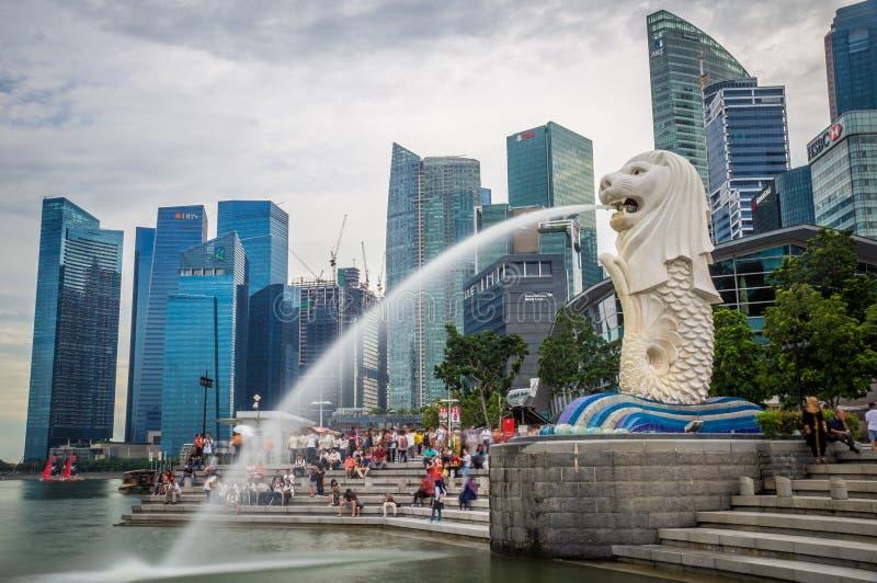 Merlion no porto de Singapura fotos de stock royalty free