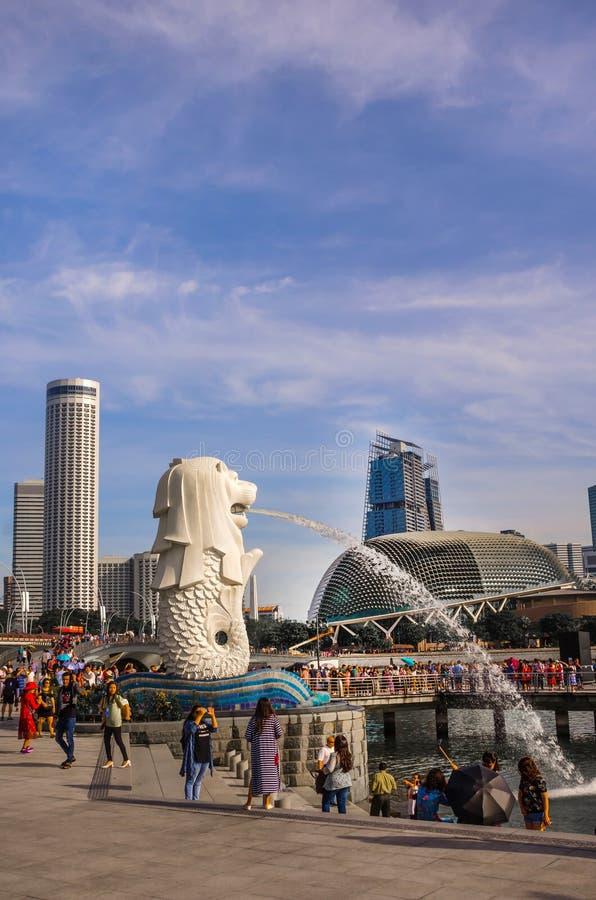 Merlion Park är en Singapore gränsmärke och en viktig turist- dragning, Singapore arkivfoton