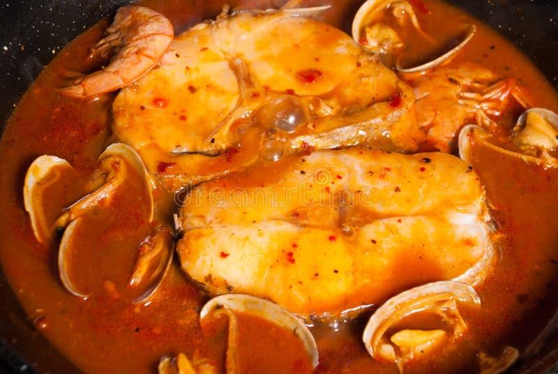 Merluza en salsa de la sidra foto de archivo