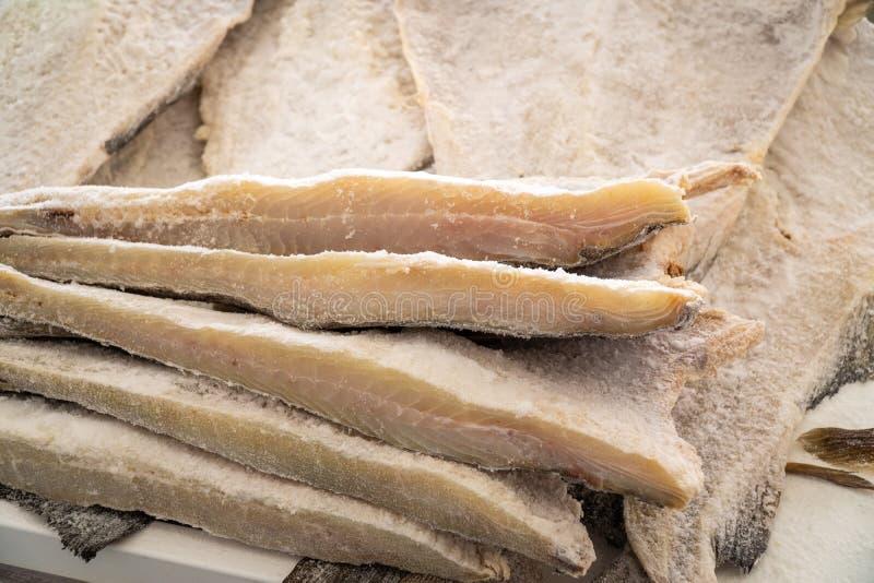 Merluzzo salato secco al mercato degli agricoltori fotografie stock