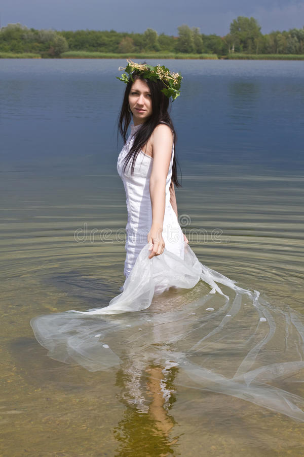 Mermaid i vattnet arkivbild