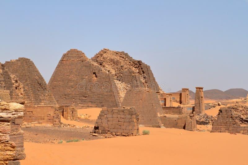 Meroe金字塔在苏丹的撒哈拉大沙漠 库存图片