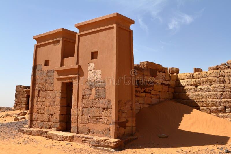 Meroe金字塔在苏丹的撒哈拉大沙漠 图库摄影