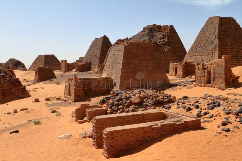 Meroe金字塔在苏丹的撒哈拉大沙漠 库存照片
