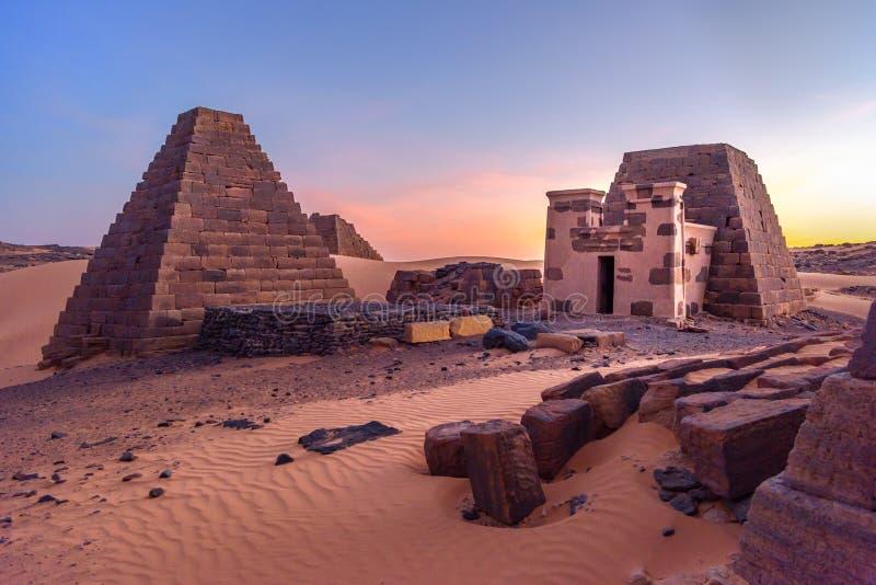 Meroe,苏丹金字塔在非洲 免版税库存图片