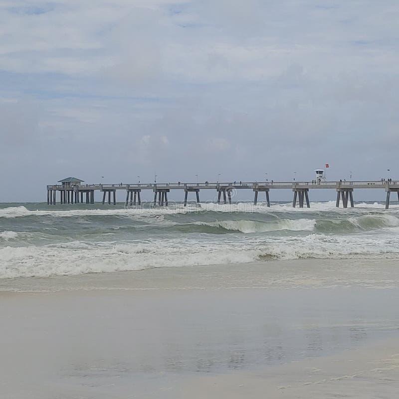 Mers orageuses sur l'horizon photographie stock