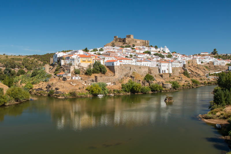Mertola镇在葡萄牙 免版税库存照片