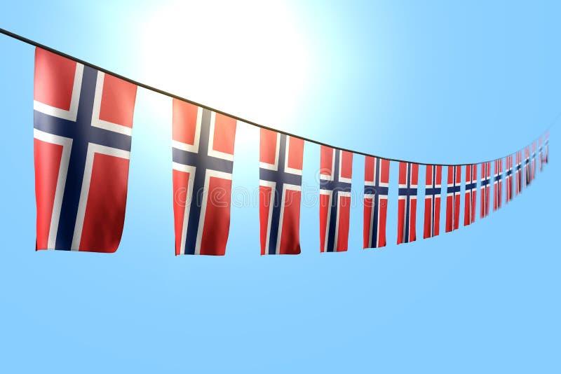 Merveilleux beaucoup de drapeaux ou de bannières de la Norvège accrochant la diagonale sur la corde sur le fond de ciel bleu avec illustration libre de droits