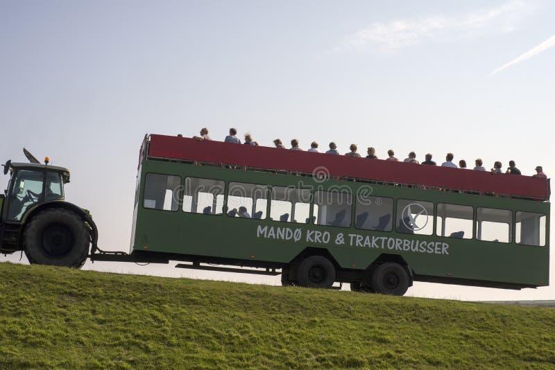 Mesón y tractorbus de Mando foto de archivo