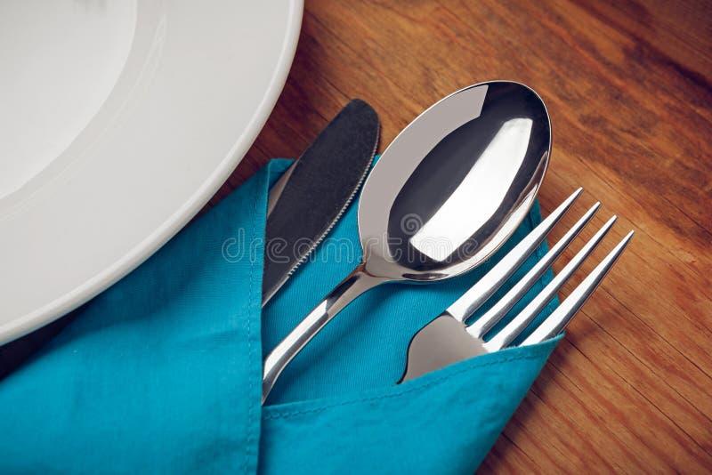 Mes, vork, lepel en plaat royalty-vrije stock afbeeldingen