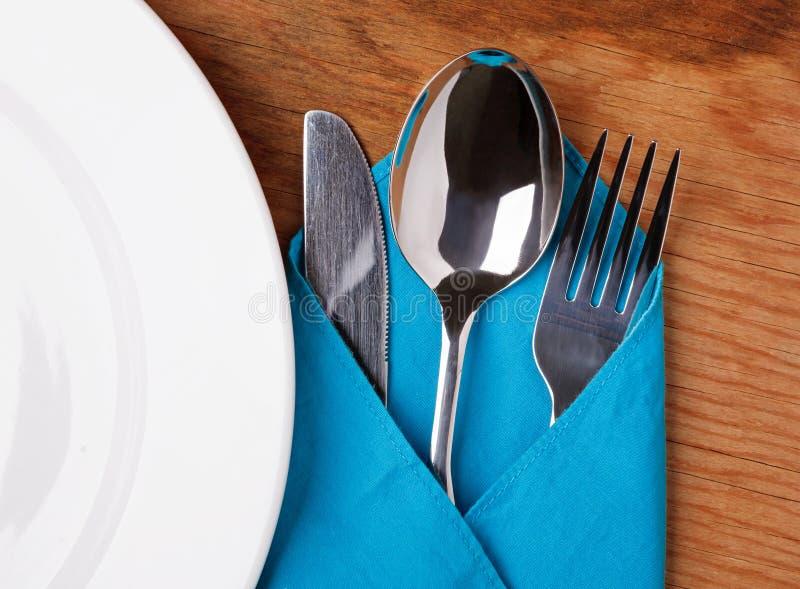 Mes, vork, lepel en plaat royalty-vrije stock foto