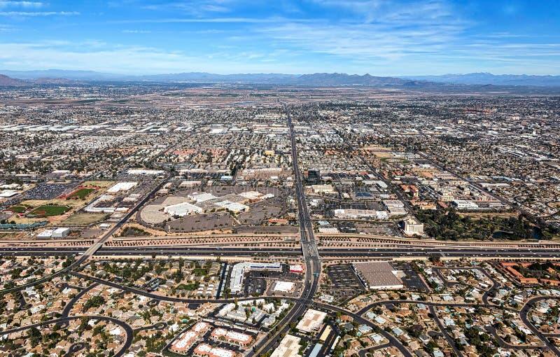 Mesa,看起来亚利桑那的地平线北部从迷信高速公路 库存图片