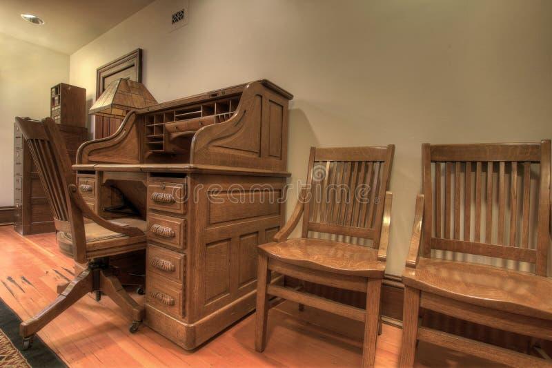 Mesa antiga da parte superior de rolo do carvalho imagens de stock royalty free