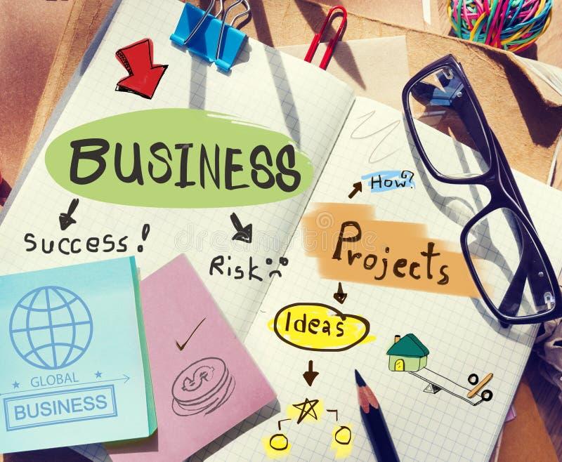 Mesa com notas sobre o negócio e os projetos imagem de stock royalty free