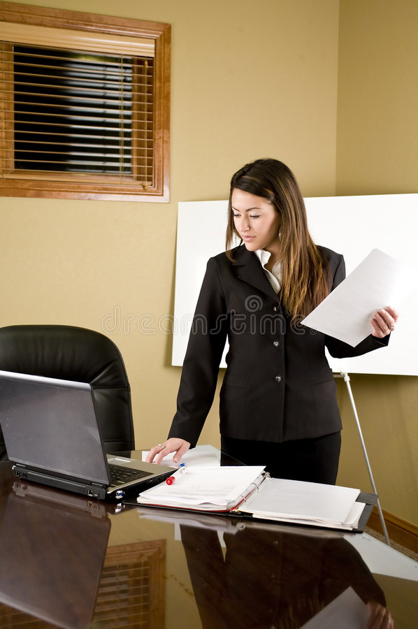 Mesa da mulher de negócio foto de stock royalty free