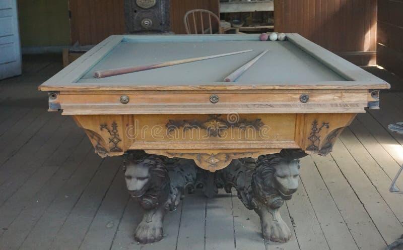 Mesa de bilhar antiga decorativa na cidade ocidental histórica imagem de stock royalty free