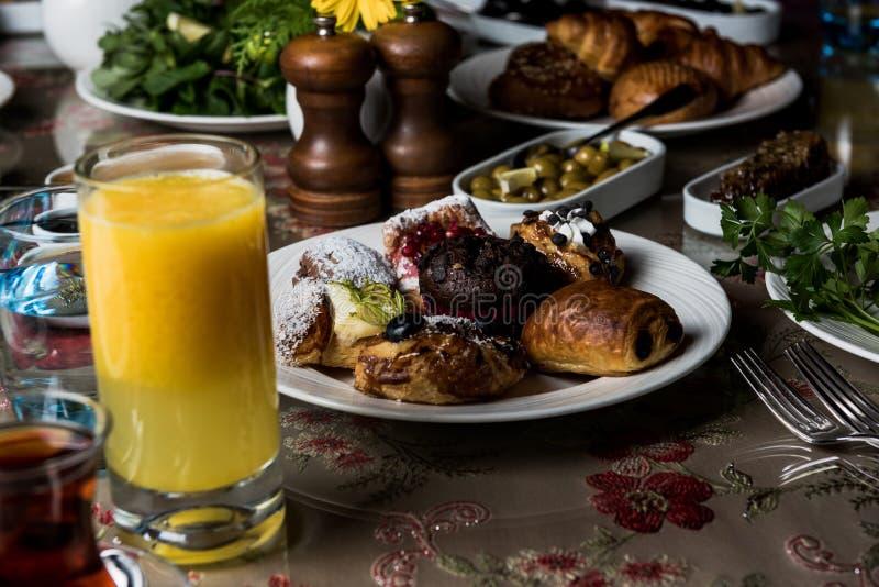 Mesa de desayuno imagen de archivo libre de regalías