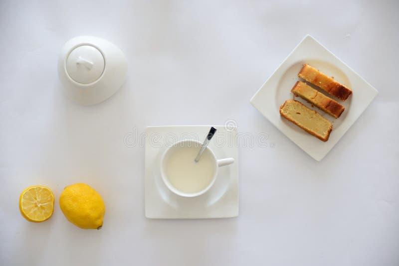 Mesa de desayuno Leche Café Torta fotografía de archivo libre de regalías